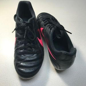 Nike Junior Chase Soccer Cleats Black Pink-2.5